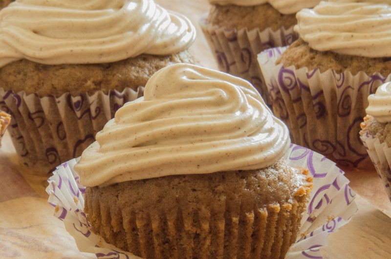 Gingerbread muffins with salted caramel