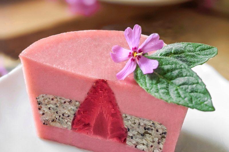 Strawberry poppy cake